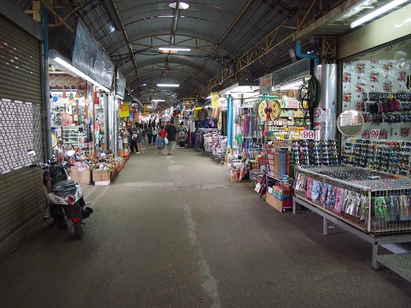 PC058971-tha-sadet-market-lane.JPG