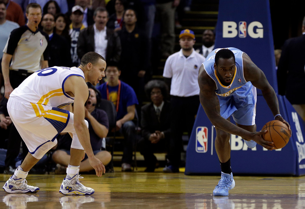 . Denver Nuggets\' J.J. Hickson, right, steals the ball from Golden State Warriors\' Stephen Curry during the final seconds of an NBA basketball game on Wednesday, Jan. 15, 2014, in Oakland, Calif. (AP Photo/Ben Margot)