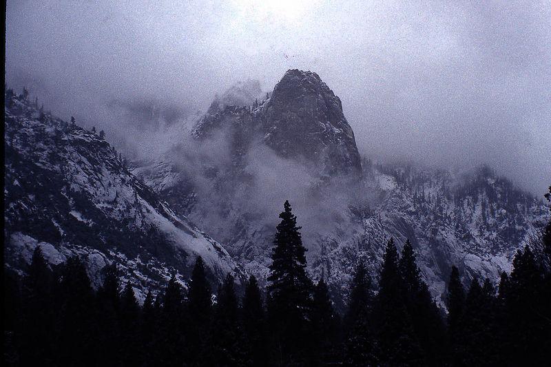 yosemite fog.jpg