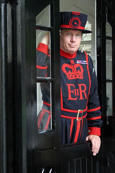6124_London_Tower_Guard.jpg