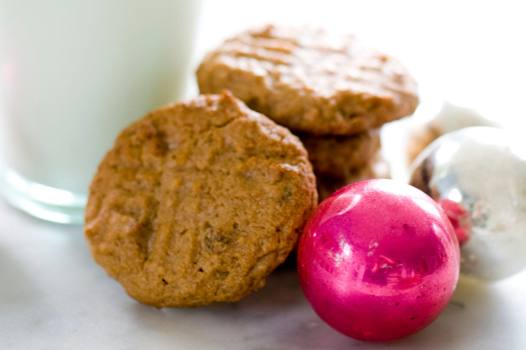 ". <a href=""http://archive.sltrib.com/story.php?ref=/sltrib/entertainment2/57197351-223/cookies-peanut-sugar-butter.html.csp\"">Get the recipe for peanut butter and jelly cookies</a>. (AP Photo/Matthew Mead)"