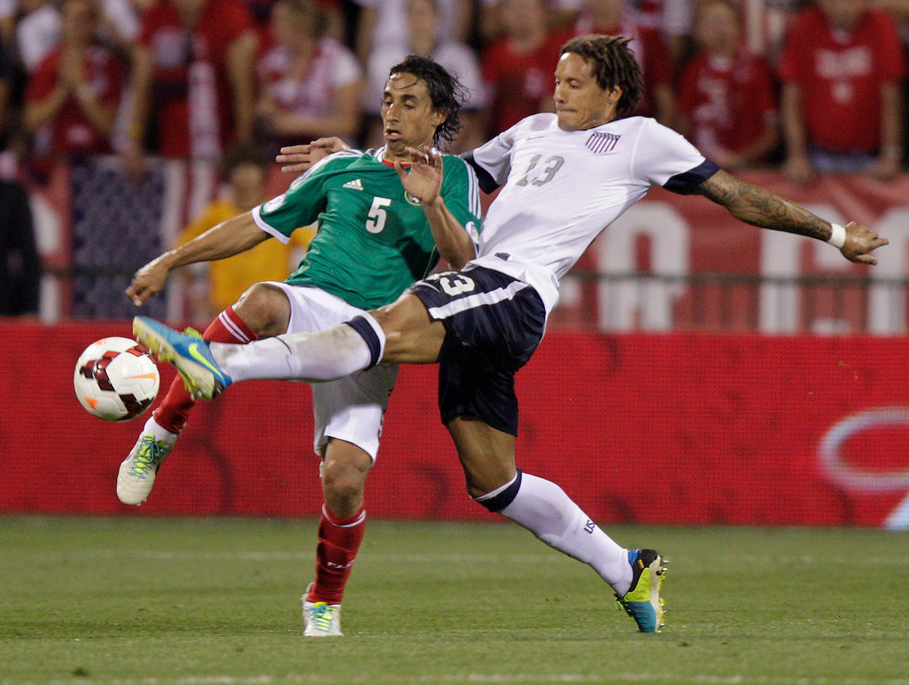 . United States\' Jermaine Jones, right, and Mexico\'s Fernando Arce scramble for a loose ball during the second half of a World Cup qualifying soccer match Tuesday, Sept. 10, 2013, in Columbus, Ohio. The United States defeated Mexico 2-0. (AP Photo/Jay LaPrete)