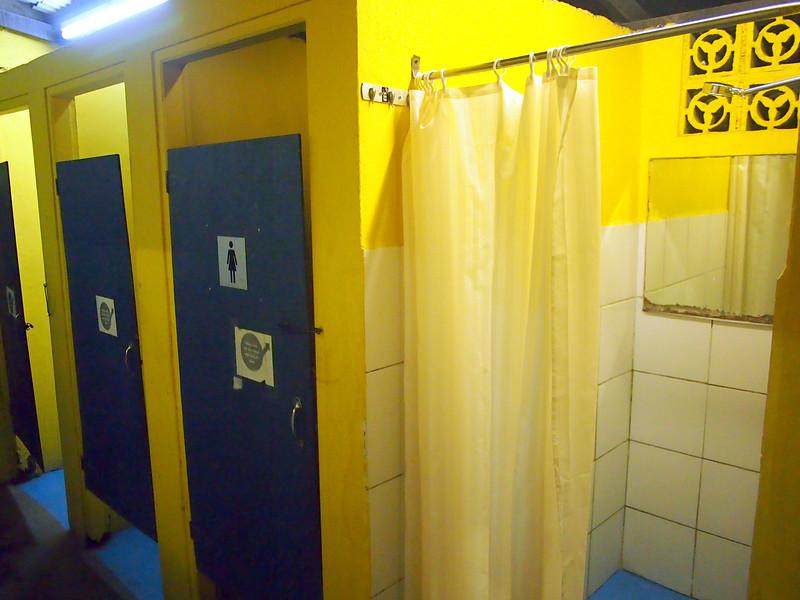 P5258854-hostel-shower.JPG