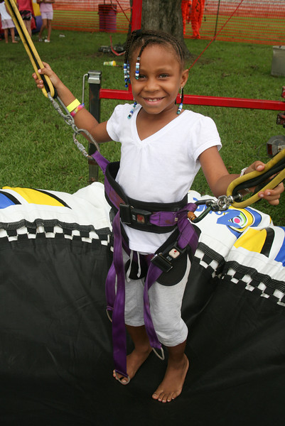 Ava Clark daughter of Shan Johnson bungee jumps