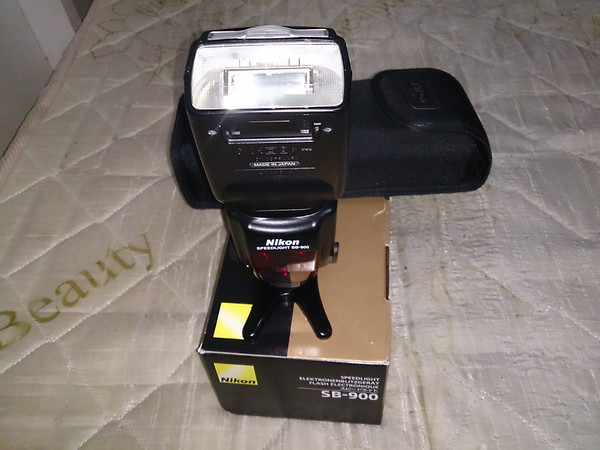 2x Nikon SB-900 Speedlights