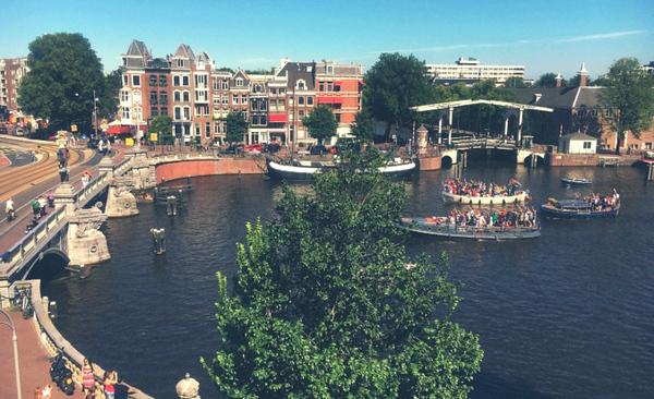 🔸Bluebridge - Blauwbrug - tramline & Amstel river.