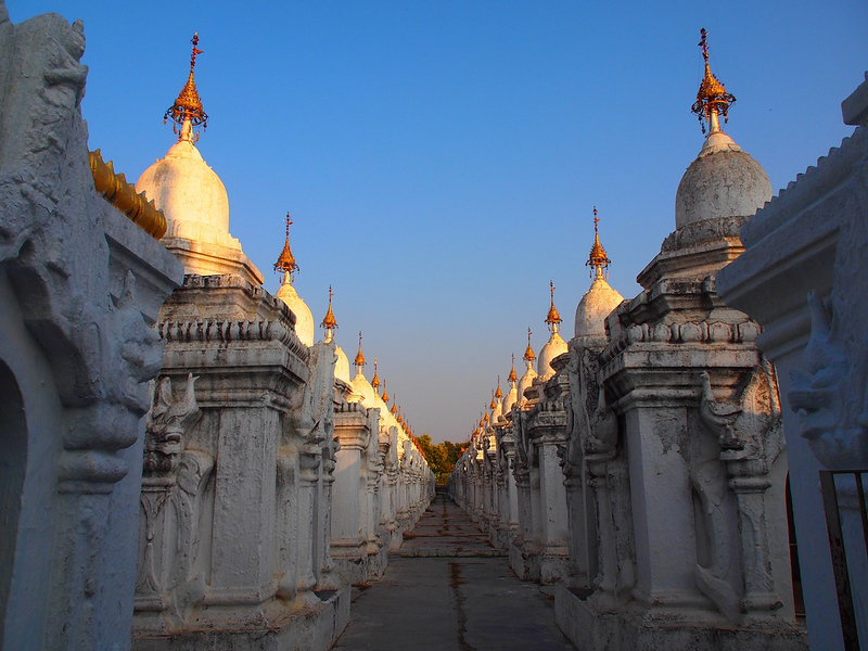 Kuthodaw Pagoda in Mandalay (Myanmar 2013)