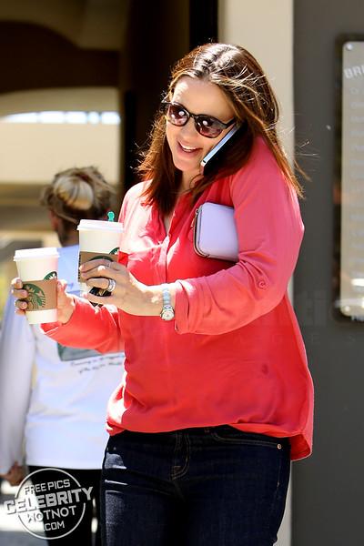 Jennifer Garner Multitasking On The Starbucks Coffee Run, Los Angeles