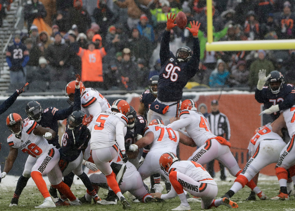 . Cleveland Browns kicker Zane Gonzalez (5) kicks a 48-yard field goal over the outstretched arms of Chicago Bears defensive end Akiem Hicks (96) in the first half of an NFL football game in Chicago, Sunday, Dec. 24, 2017. (AP Photo/Nam Y. Huh)