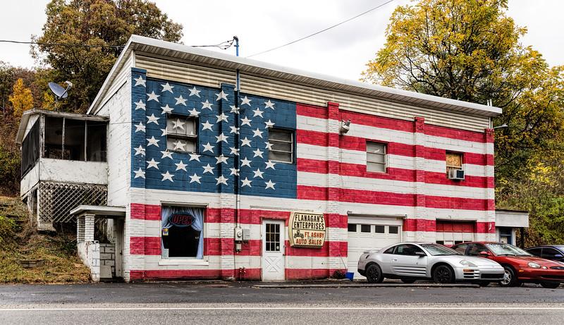 LoPrinzi Family Reunion Oct 2017 Flag Building----.jpg