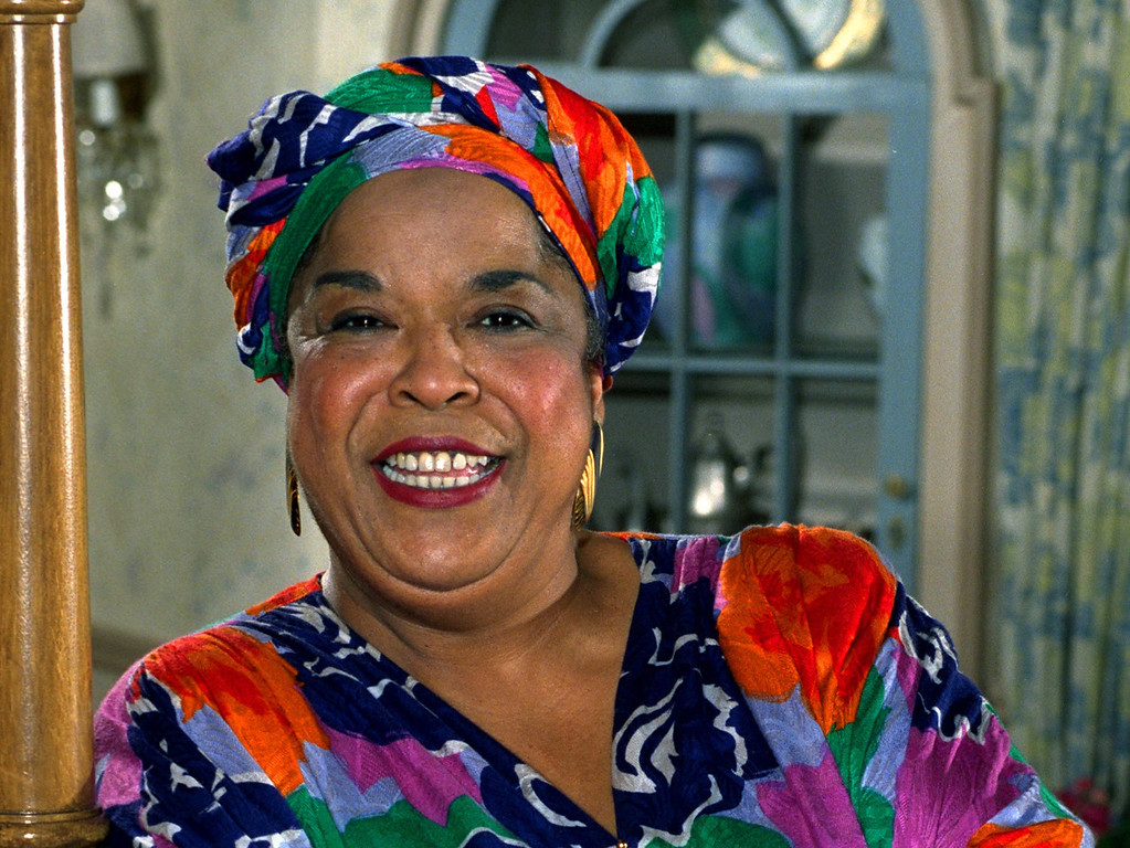 """. FILE - This October 1991 file photo shows actress Della Reese. Reese, the actress and gospel-influenced singer who in middle age found her greatest fame as Tess, the wise angel in the long-running television drama \""""Touched by an Angel,\"""" died at age 86. A family representative released a statement Monday that Reese died peacefully Sunday, Nov. 19, 2017, in California. No cause of death or additional details were provided. (AP Photo/Douglas C. Pizac, File)"""