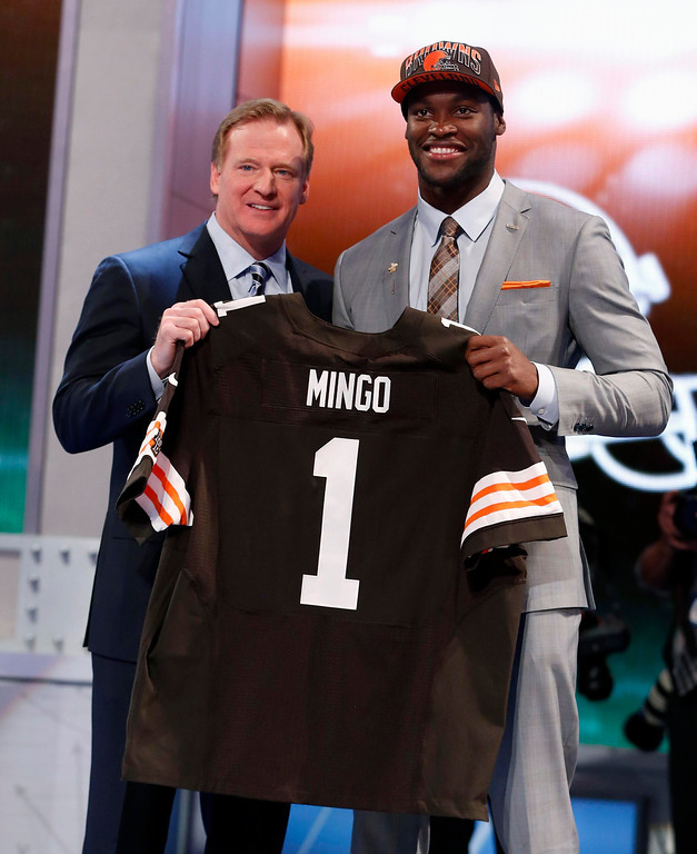 . Barkevious Mingo (R) from Louisiana State University stands with NFL Commissioner Roger Goodell after being selected by the Cleveland Browns as the sixth overall pick in the 2013 National Football League (NFL) Draft at Radio City Music Hall in New York, April 25, 2013. REUTERS/Adam Hunger
