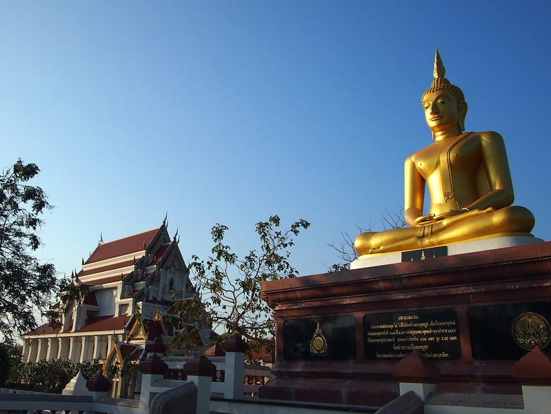 P3143553-golden-buddha-at-wat-khao-chong-krachok.JPG