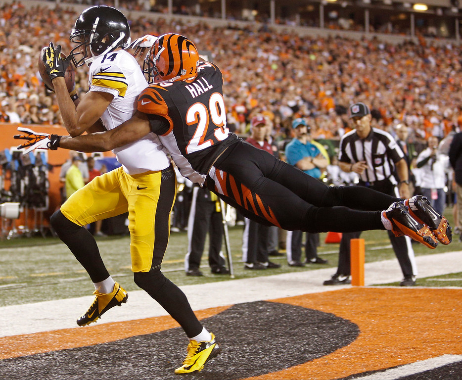 . Pittsburgh Steelers wide receiver Derek Moye (14) catches a one yard touchdown pass against Cincinnati Bengals cornerback Leon Hall (29) in the first half of an NFL football game, Monday, Sept. 16, 2013, in Cincinnati. (AP Photo/David Kohl)