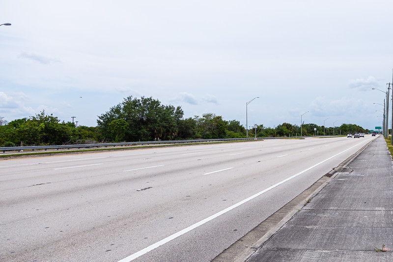 Traffic is sparse looking west on Southern Blvd. in West Palm Beach, FL, Monday, April 20, 2020. [JOSEPH FORZANO/palmbeachpost.com]