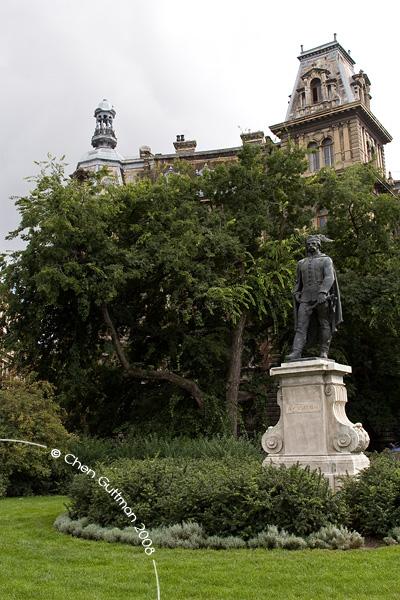 Vak Bottyan statue