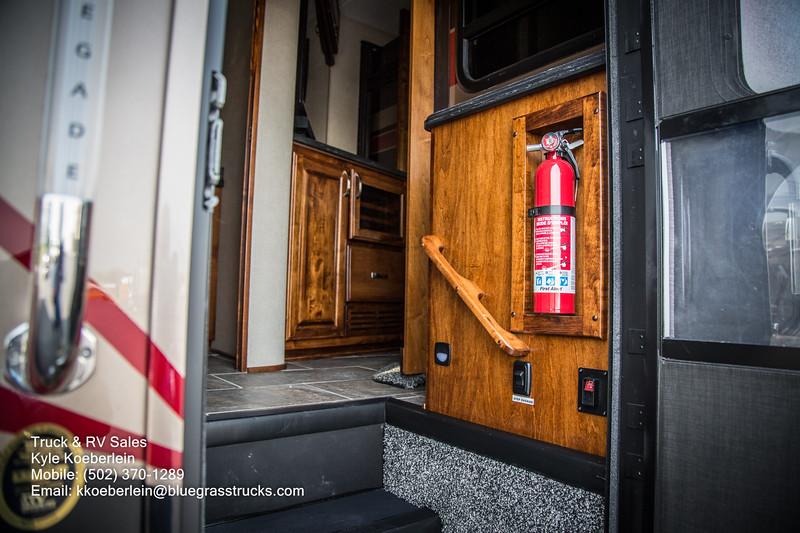 R0034 2020 Renegade Verona LE 40LRB-60.jpg