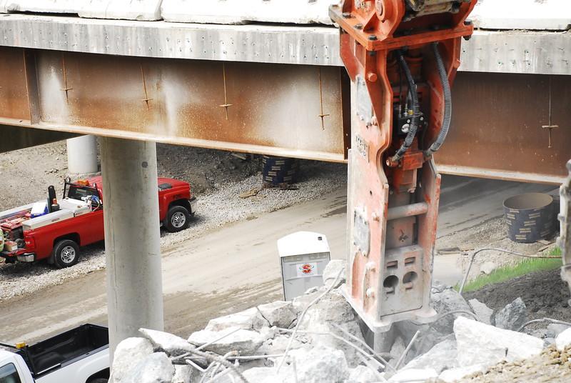 NPK GH12 hydraulic hammer on Cat excavator_bridge demolition (40).JPG