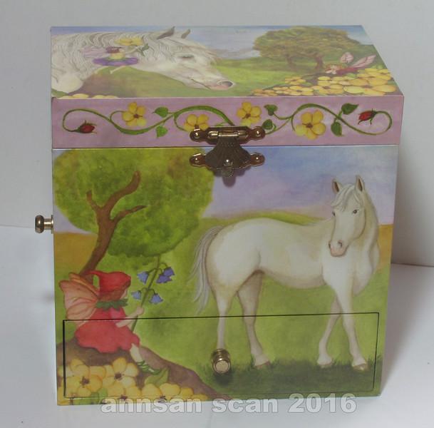 fairyhorsemusicbox01.jpg