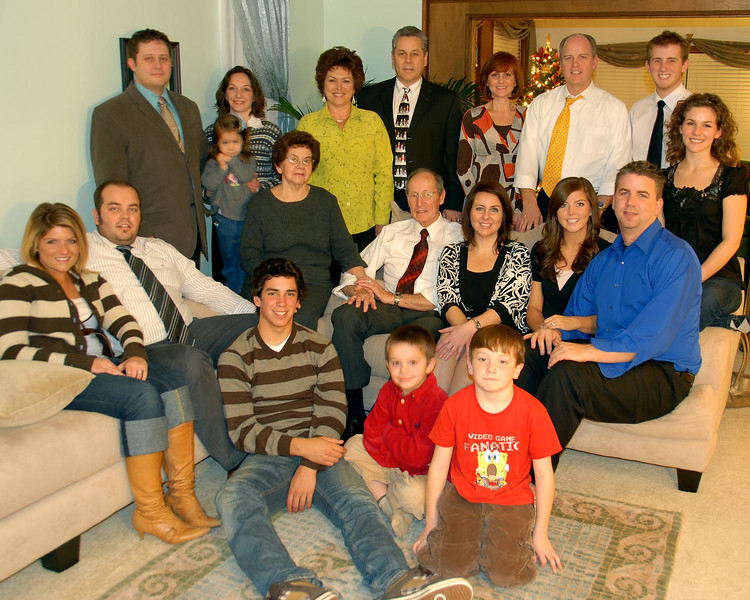12/2/07 – Since the entire family was in town we had a wonderful Mexican meal my mom prepared. Later in the evening we got together for a group shot with everyone. Who knows if we will ever be all together again? We aren't a big family be we are scattered enough that it isn't easy to get everyone together at the same time.