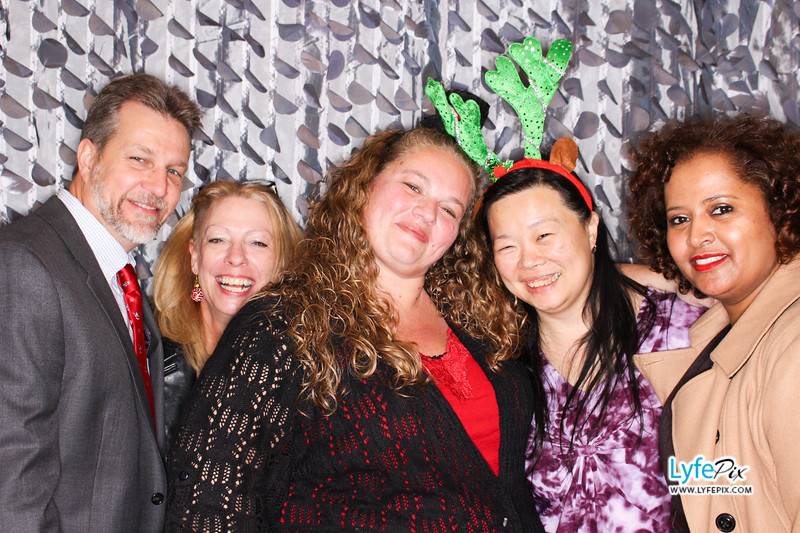red-hawk-2017-holiday-party-beltsville-maryland-sheraton-photo-booth-0285.jpg