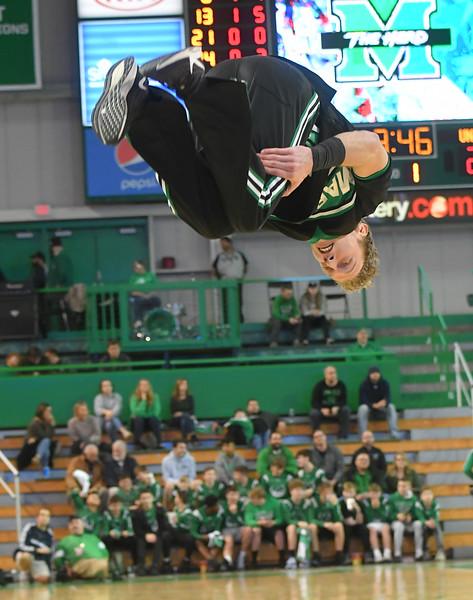 cheerleaders1737.jpg