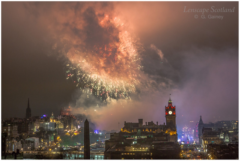 Fireworks over Edinburgh Castle from Calton Hill (24)