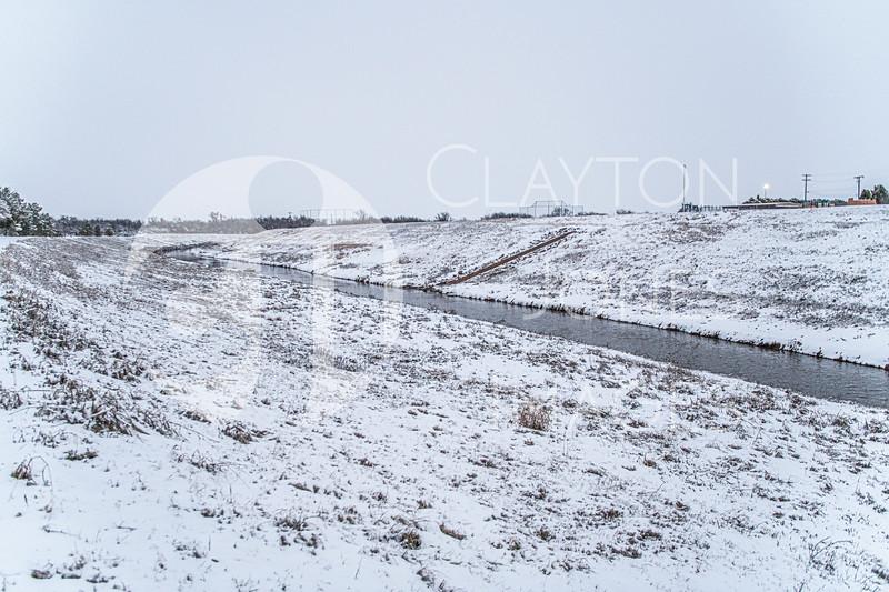 wf_backyard_snow_24.jpg