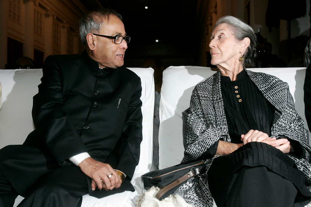 . South African writer and Nobel laureate Nadine Gordimer, right, talks to Indian Minister of External Affairs Pranab Mukherjee,prior to delivering  a speech in Calcutta, India, Monday, Nov. 10, 2008. Gordimer,is in India on an invitation from the public diplomacy division of the Indian ministry of external affairs. (AP Photo/Bikas Das)