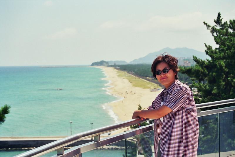 2001 Gyeongpodae hyundai hotel.jpg