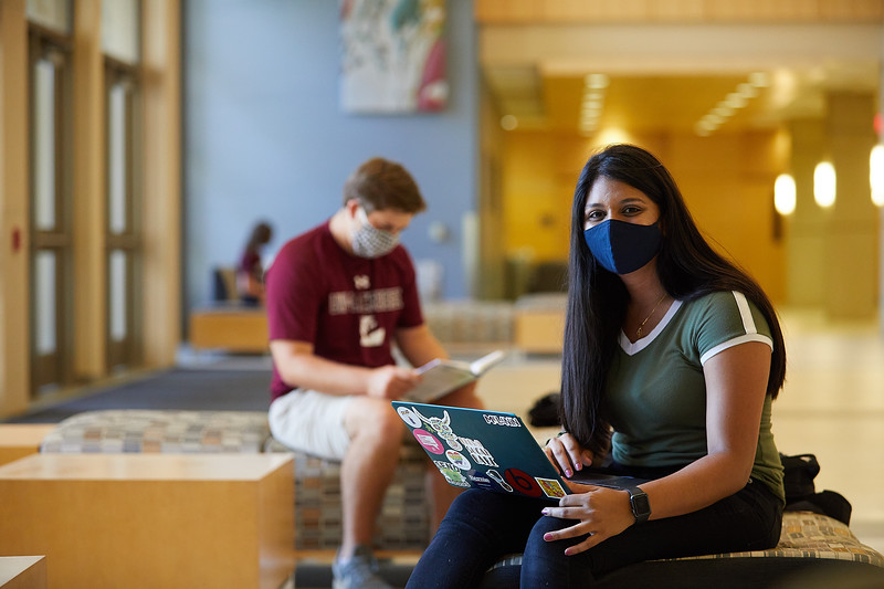 2020 UWL Students with Masks 0456.jpg