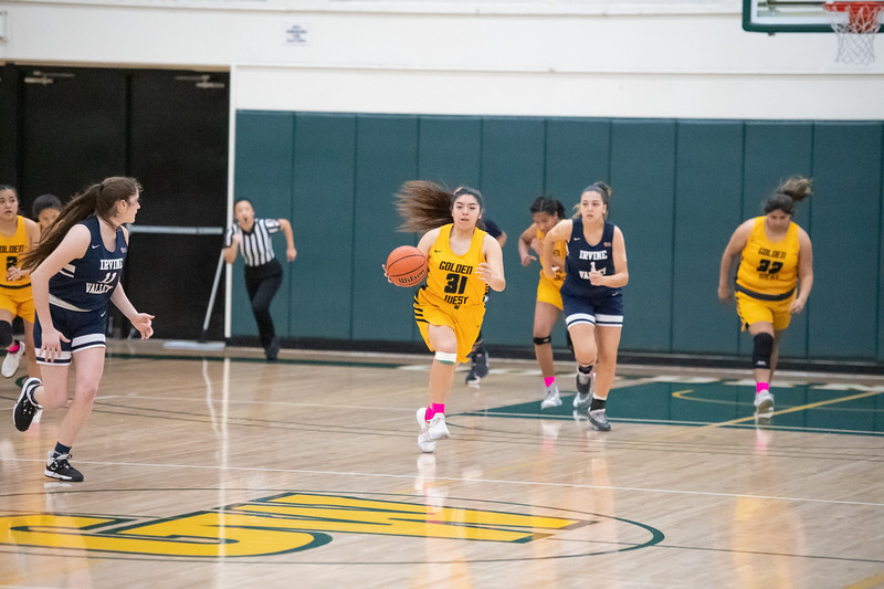 Basketball-W-2020-01-31-7936.jpg