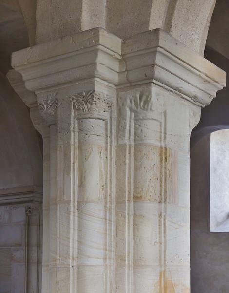 Landsberg/Saale, Doppelkapelle. Obere Kapelle, Kapitell auf Marmorsäule