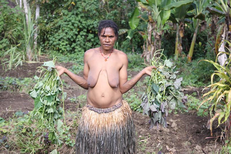 Hela woman gardening