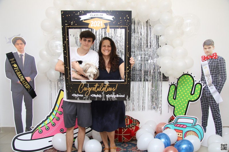 graduation-party-class-of-2021-instant-print-photo-booth-in-ho-chi-minh-Chup-hinh-in-anh-lay-lien-Tiec-Tot-Nghiep-2021-WefieBox-Photobooth-Vietnam-cho-thue-photo-booth-004.jpg