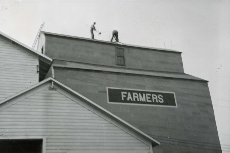 JA037.  Roofing – Farmers Elevator Co. - 1939‡ .jpg
