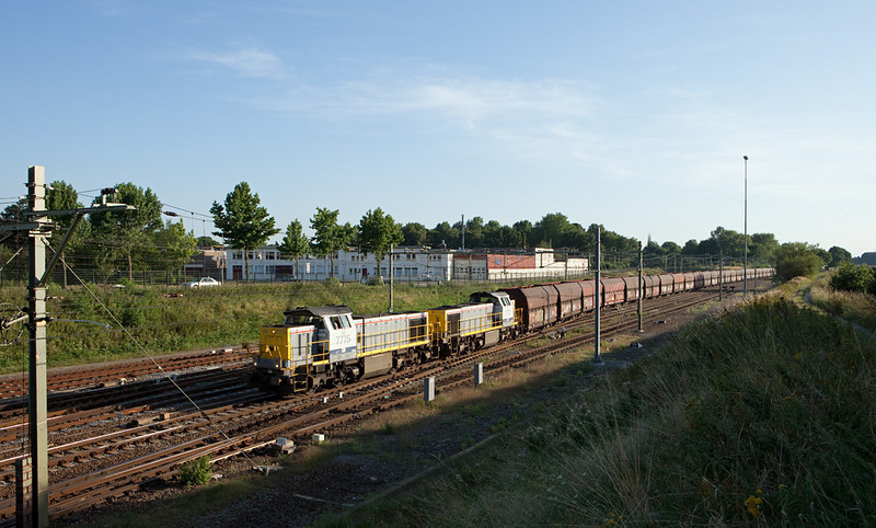 7775 + 7772 yarding the limestone train 48555 (Yves-Gomezee/B - Millingen/D) in Sittard. This train was rerouted via the L24 and Aachen West in late 2010.