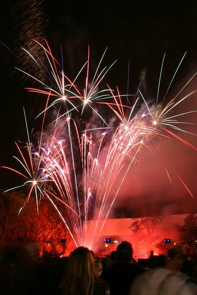 2007_1102putneyfireworks026_edited-1.JPG