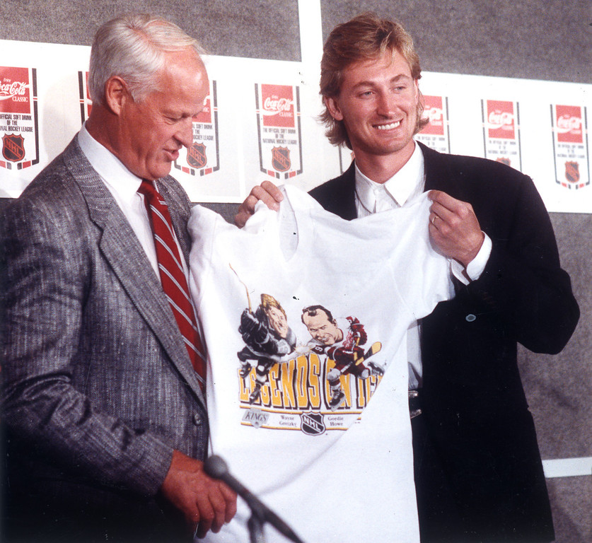. Kings\' Wayne Gretzky, right, with Gordy Howe at press conference on 10/11/89.   L.A. Daily News file photo