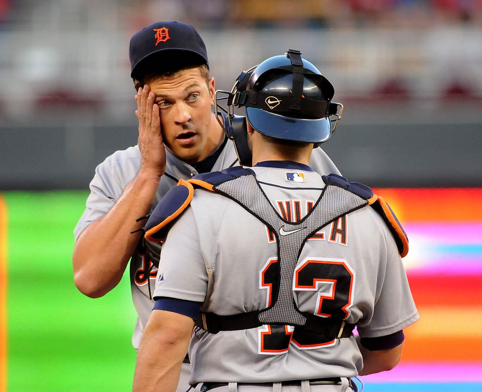 . Detroit Tigers relief pitcher Evan Reed talks to catcher Alex Avila on the mound during the seventh inning.(Pioneer Press: Sherri LaRose-Chiglo)