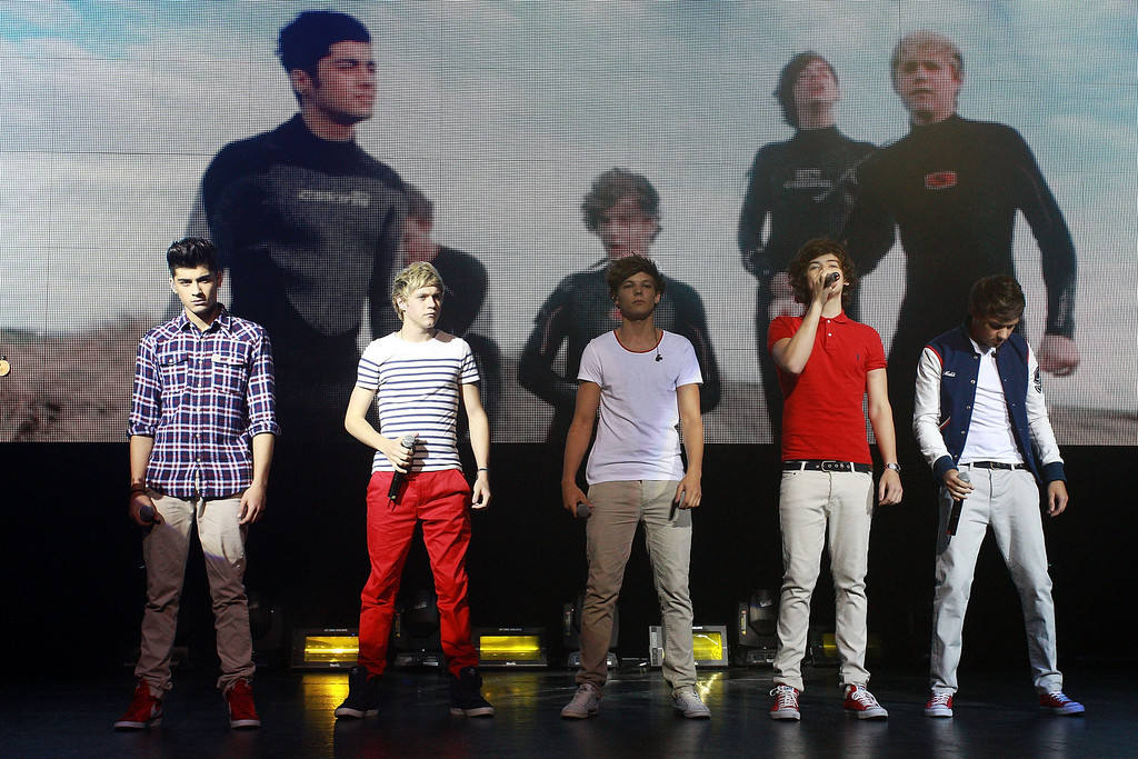 . WELLINGTON, NEW ZEALAND - APRIL 22:  L to R, Zayn Malik, Niall Horan, Louis Tomlinson, Harry Styles and Liam Payne of One Direction perform live on stage at St James Theatre on April 22, 2012 in Wellington, New Zealand.  (Photo by Hagen Hopkins/Getty Images)