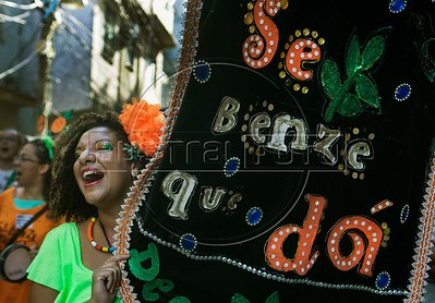 "Carnaval-bloco ""Se benze que da"""