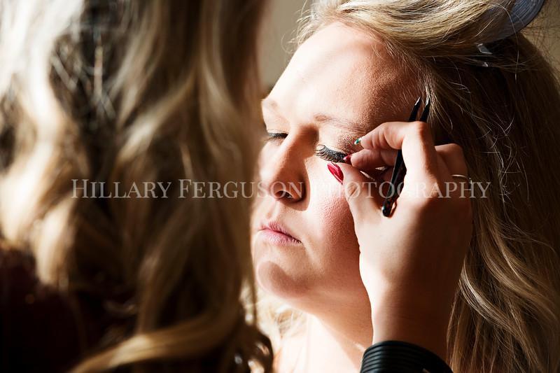 Hillary_Ferguson_Photography_Melinda+Derek_Getting_Ready103.jpg
