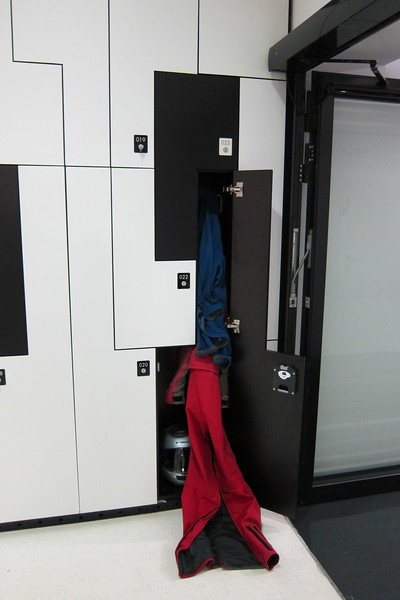 Lockers are available in the main entrance at a cost of €1.<br /> <br /> These are especially useful for motorcyclists who need to store their riding gear while visiting the museum.