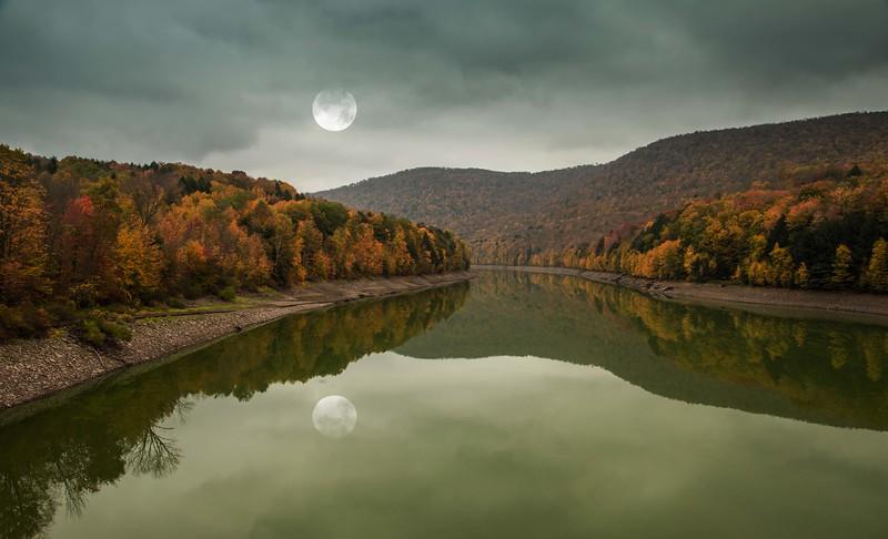 catskill moon reflectio.jpg
