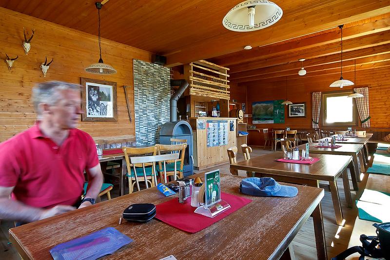 De binnenkant van deze hut. Paul is wat te snel voor deze foto...