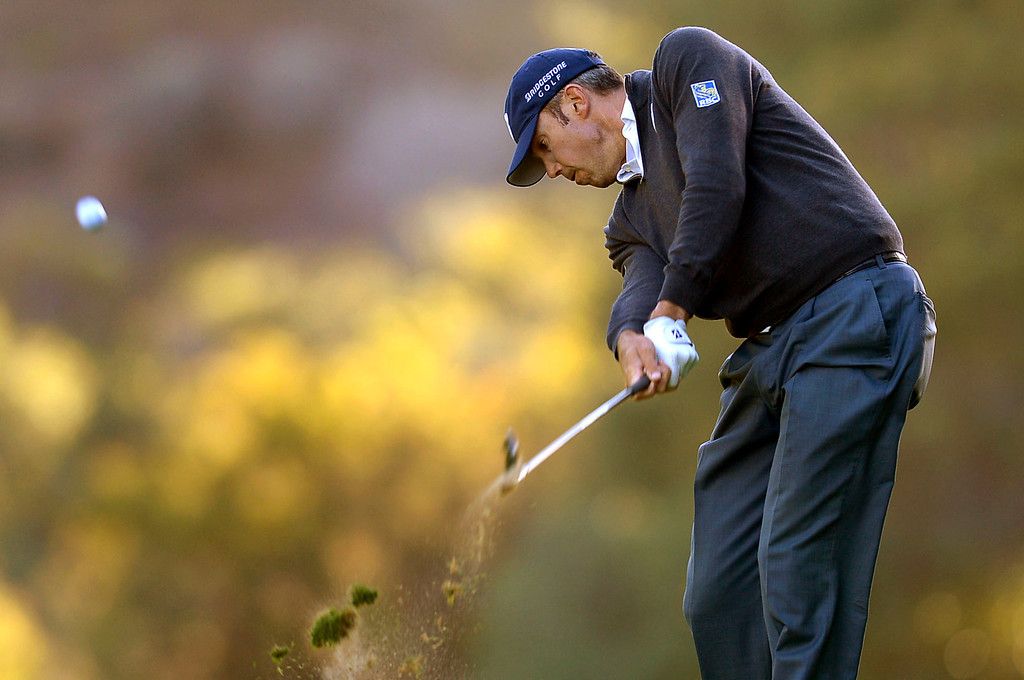 . Matt Kuchar hits a shot from the fairway during the first-round of Tiger Woods\' Northwestern Mutual World Challenge at Sherwood Country Club in Thousand Oaks, CA Thursday December 5, 2013.  Kuchar finished the day at 4 under par and in 2nd place.(Andy Holzman/Los Angeles Daily News)