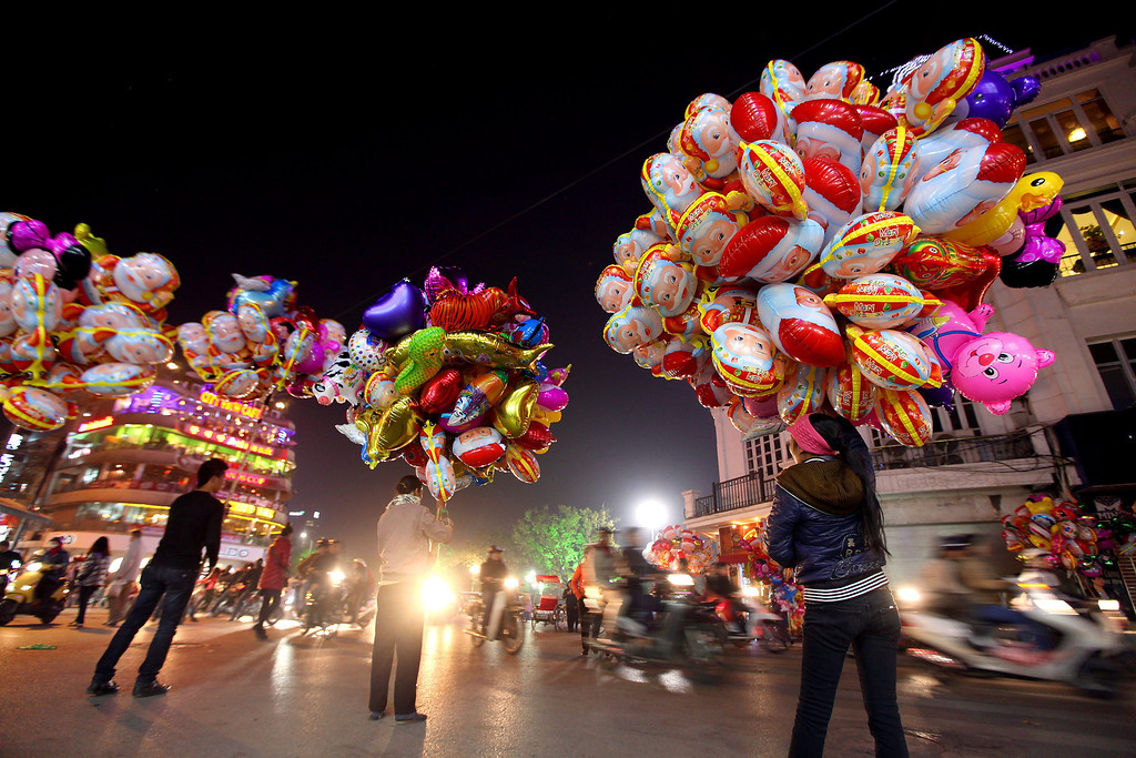 . Street vendors sell balloons at a street in Hanoi, Vietnam, 24 December 2013. Christmas is not an official holiday in Vietnam, however some of its customs have become more popular in recent years.  EPA/LUONG THAI LINH
