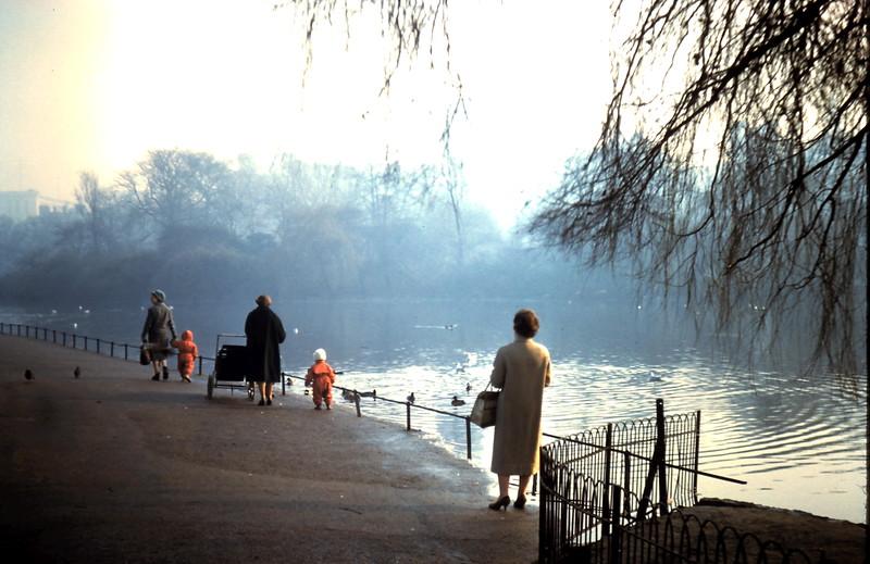 1960-2-5 (31) Mavis in St James Park, London.JPG