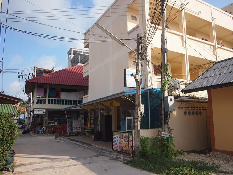 P3072936-peach-guesthouse.JPG